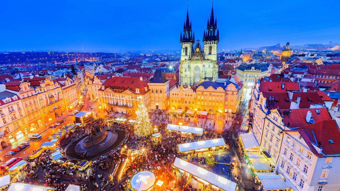 Prager Weihnachtsmarkt (istockphoto/sorincolac)