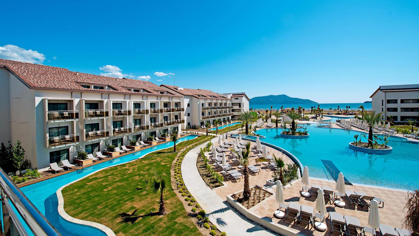 Im TUI SENSATORI Resort Barut Fethiye dürft ihr euch auf Familienzimmer mit Swim Up Pool freuen