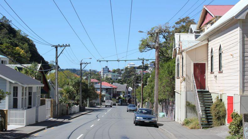 Neuseelands Hauptstadt wirkt durch seine vielen steilen Hänge und viel Grün eher wie eine nette Kleinstadt.