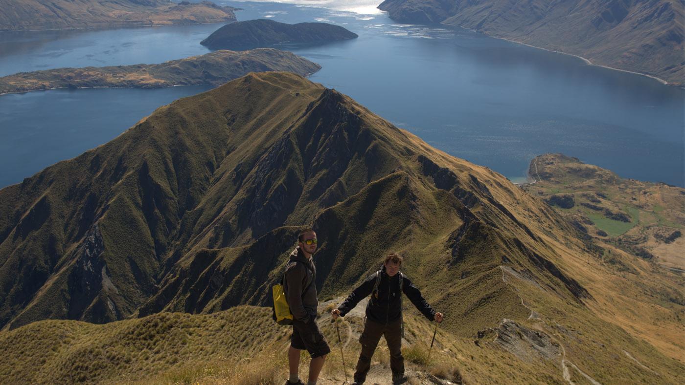 Der Aufstieg zum Gipfel ist zwar nicht der längste, dafür aber steil und beschwerlich. Der kilometerweite Ausblick entschädigt aber für die Mühen.