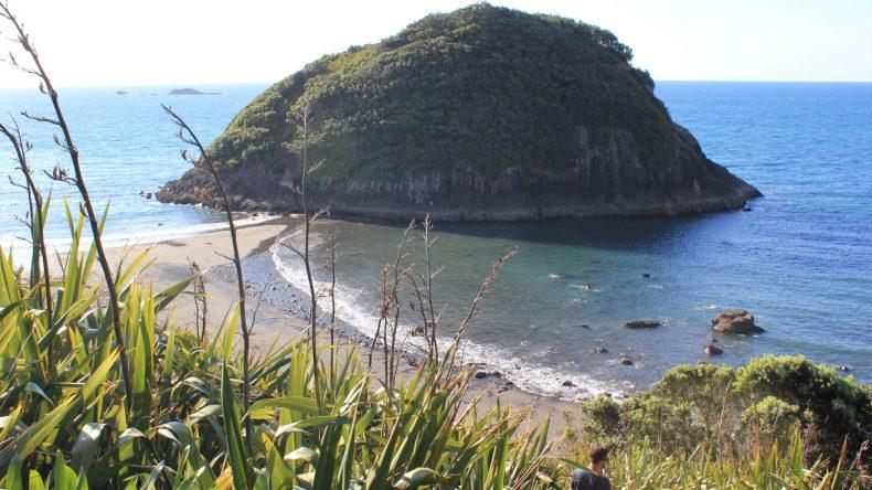 Bei Ebbe kann man am Back Beach sogar bis auf eine der vorgelagerten Inseln spazieren.