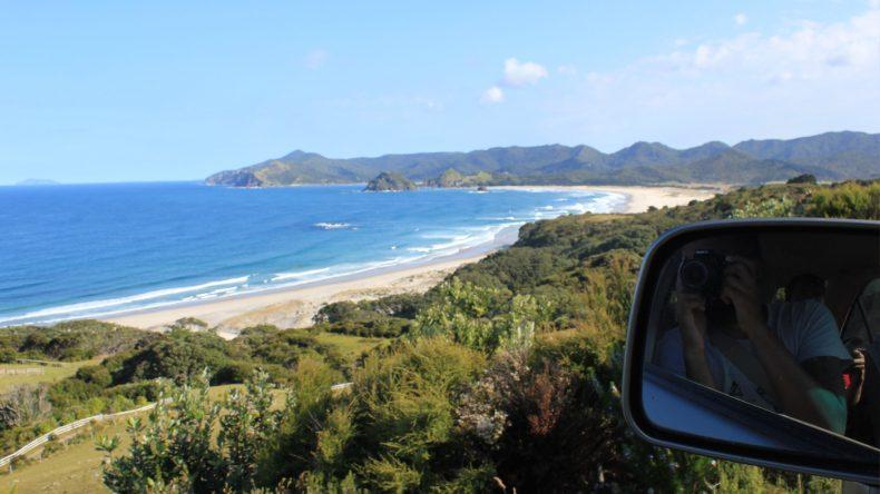 Die wilde Schönheit der Insel lädt zu vielen Fotostopps ein. Hier zu sehen Kaitoke Beach.