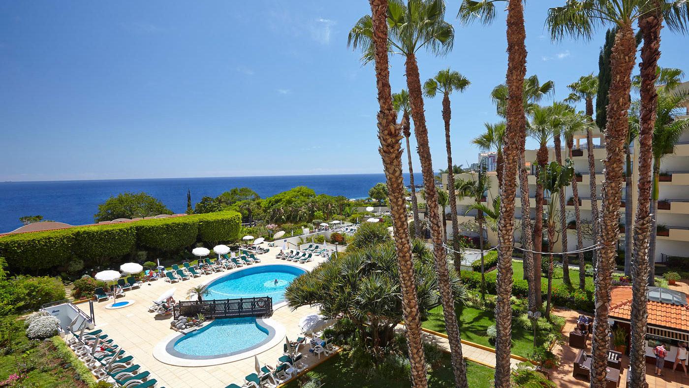 Eine schöne, gepflegte Gartenanlage erwartet euch im Aparthotel Eden Mar auf Funchal