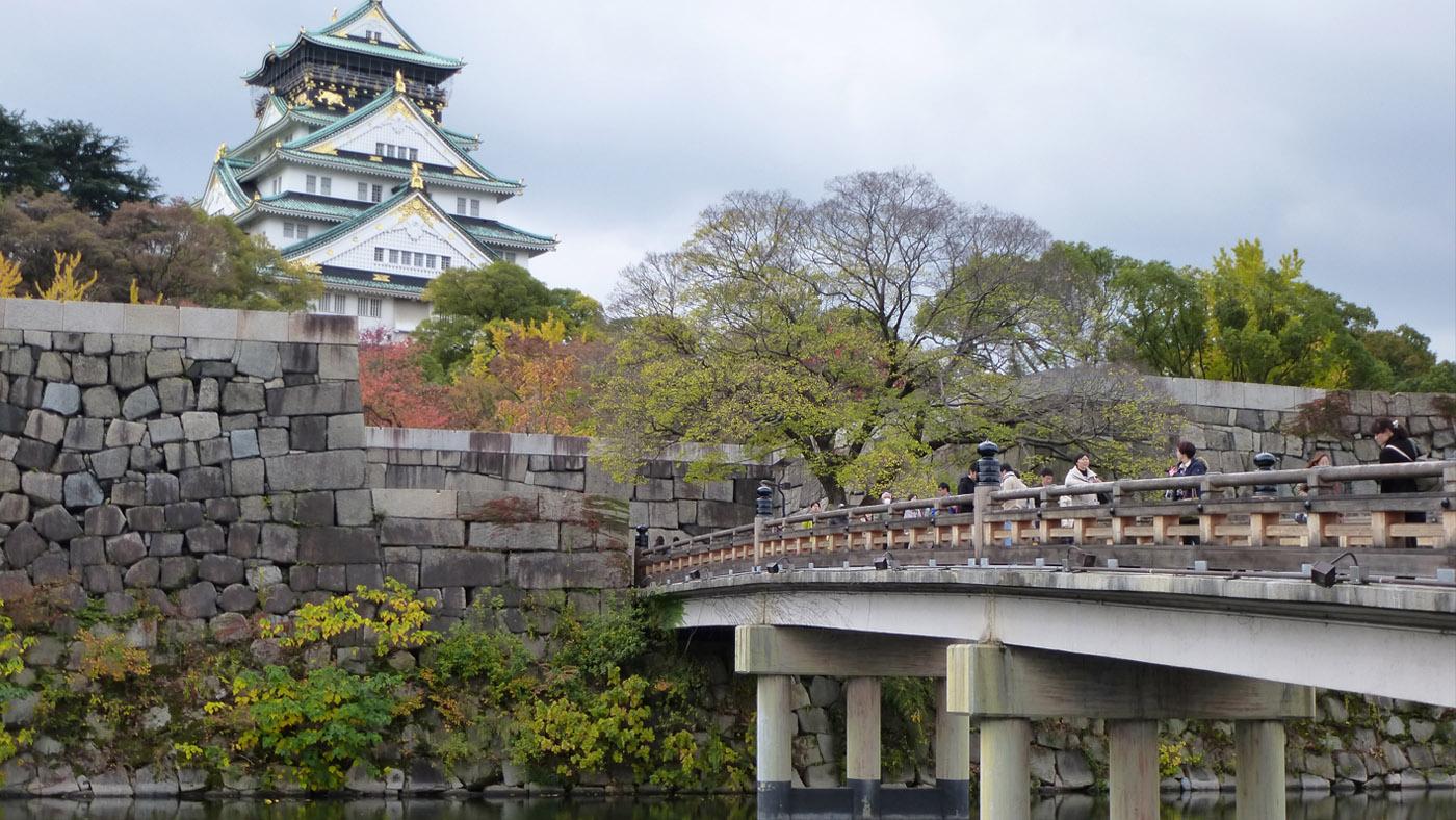 Die ikonische Burg Osaka-Jo ist das zentrale Herzstück der Stadt.