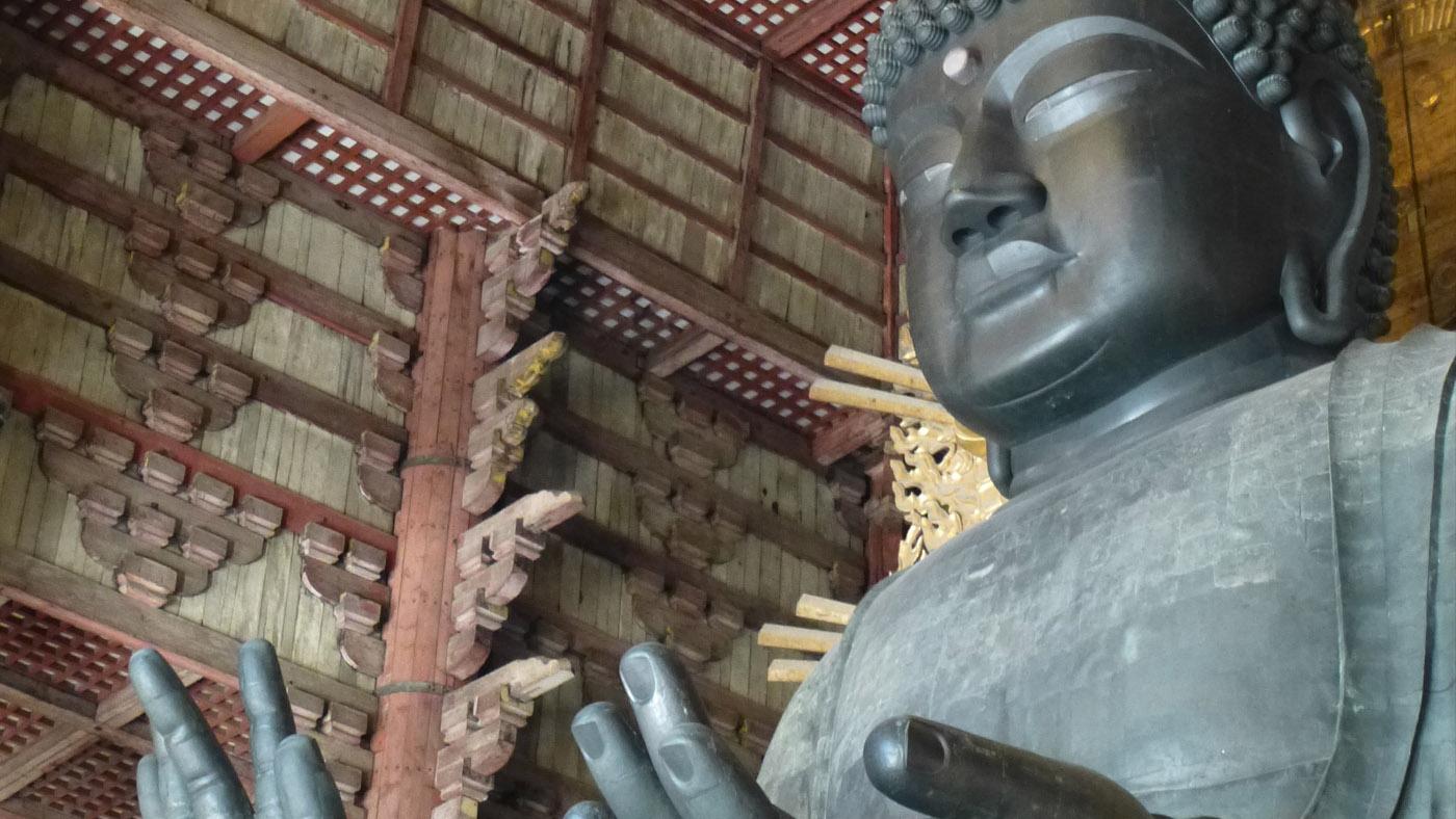 Der große Buddha im Inneren des Tempels ist 15 m hoch, 452 t schwer - den klaut so schnell keiner!