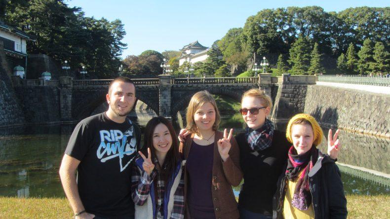 Yumi führt uns kreuz und quer durch die Stadt - so auch zum zentral gelegenen Kaiserpalast.