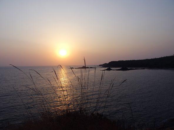 Sonnenuntergang am Om Beach.