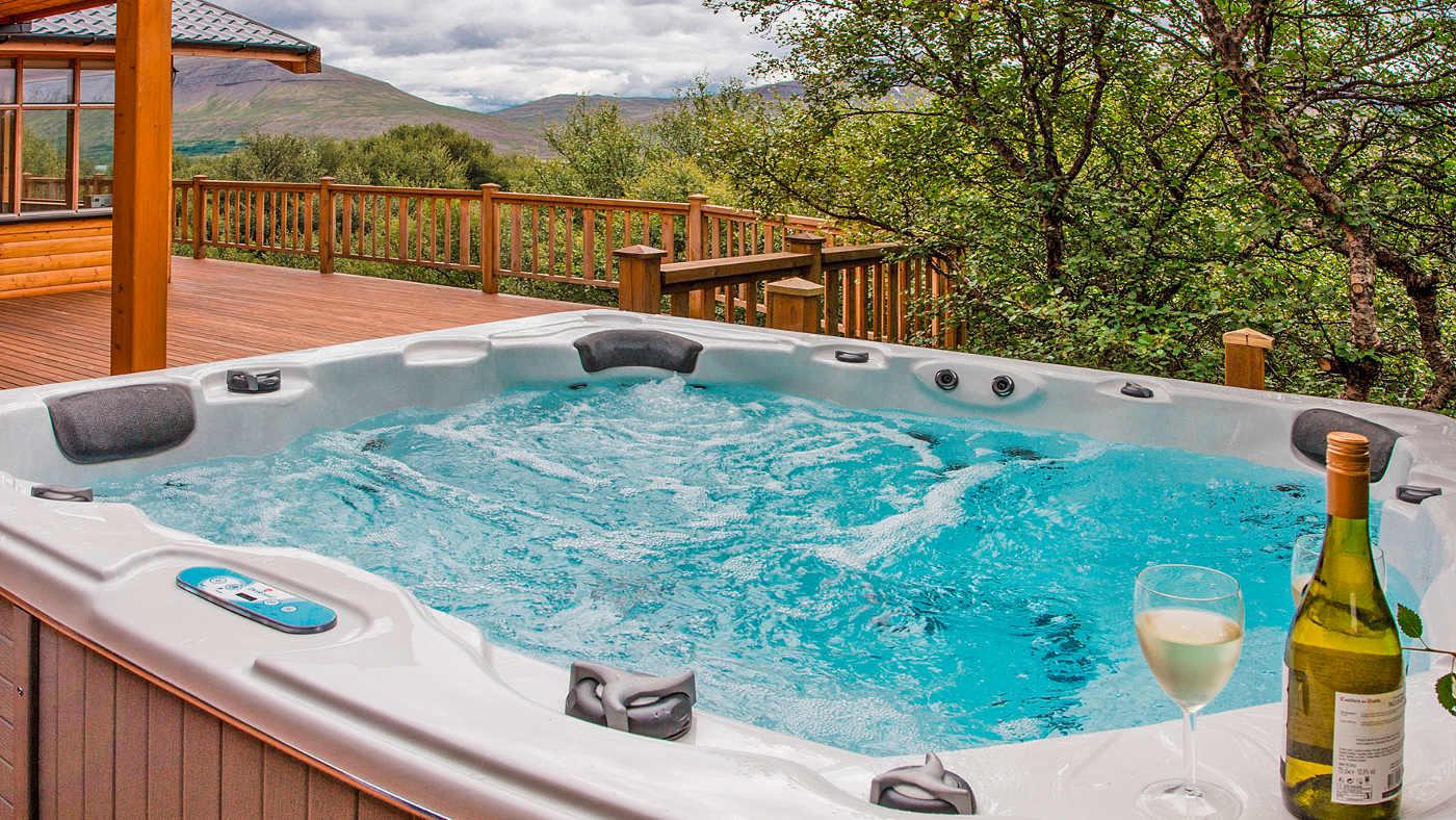 In einem Ferienhaus in Island darf der Whirlpool natürlich auch nicht fehlen