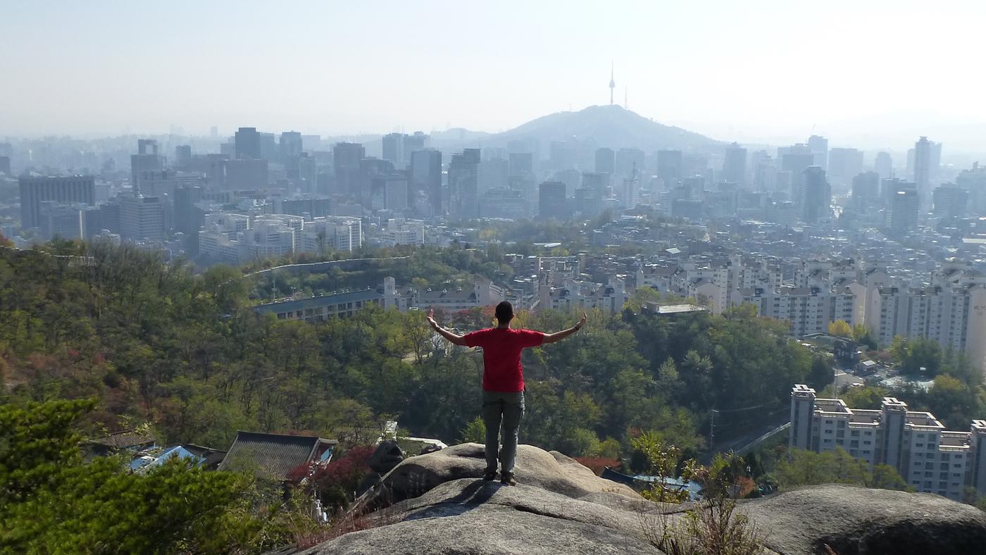 Von den vielen kleinen Bergen, wie hier dem Ansan, hat man einen tollen Blick auf die Seoul.