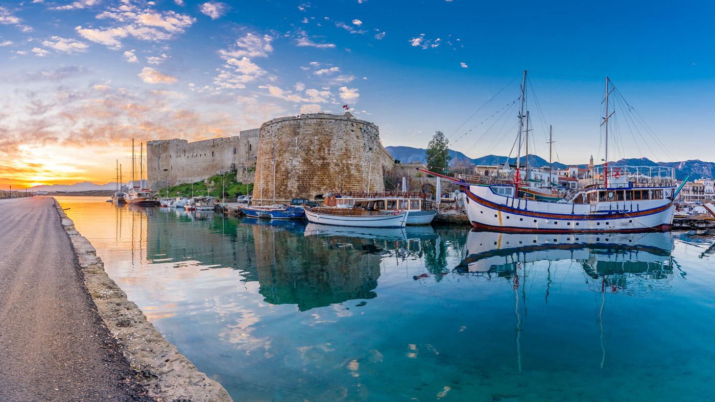 Die Burganlage Kyrenia Castle liegt direkt am Hafen in Nordzypern