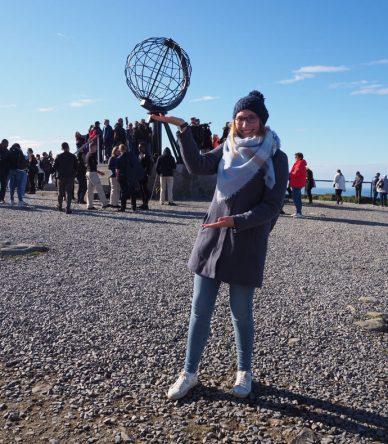 Ich vor dem Nordkap-Globus