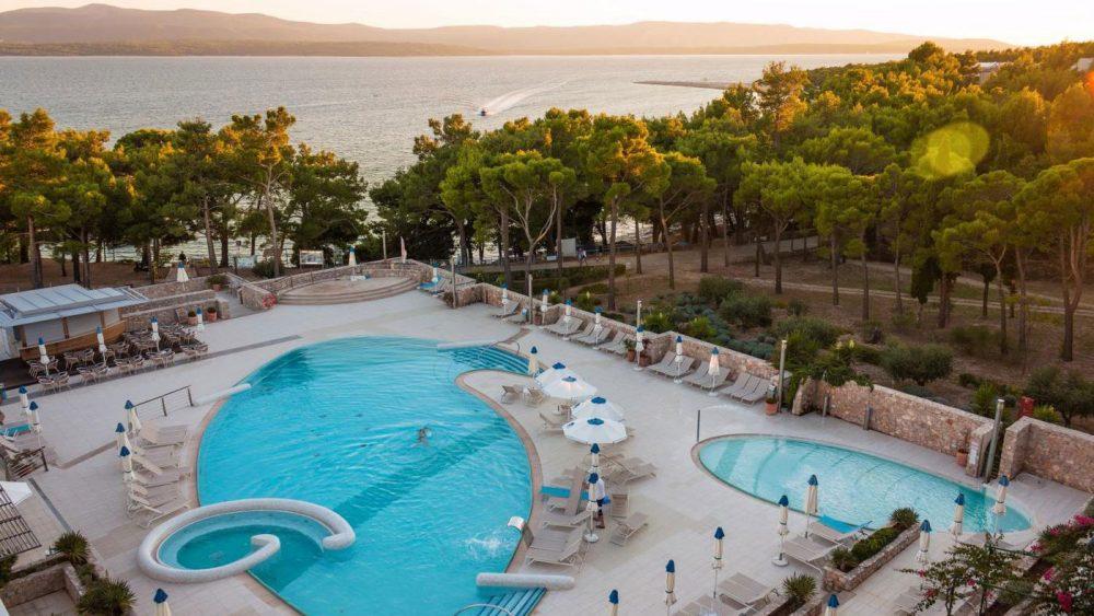 """Das 4-Sterne-Bluesun Grand Hotel Elaphusa liegt in erster Strandreihe. Zum """"Goldenen Horn"""" sind es ca. 5 Minuten zu Fuß."""