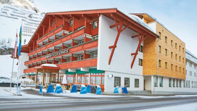 Der ROBINSON Club Alpenrose Zürs liegt auf 1720 Meter Höhe am Ortsrand des kleinen und exklusiven Skiorts Zürs