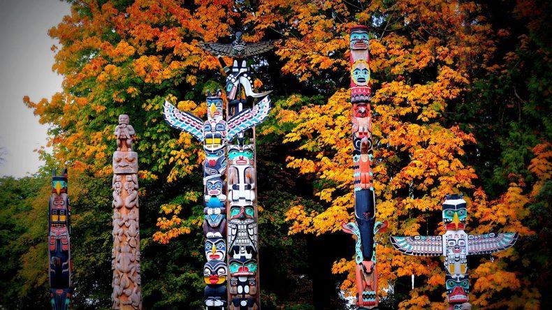 4. Der Stanley Park ist ein Must-See. Er zählt zu den schönsten und bekanntesten Parks des Landes. Hier könnt ihr viel entdecken, u.a. die neun Totempfähle der Ureinwohner.