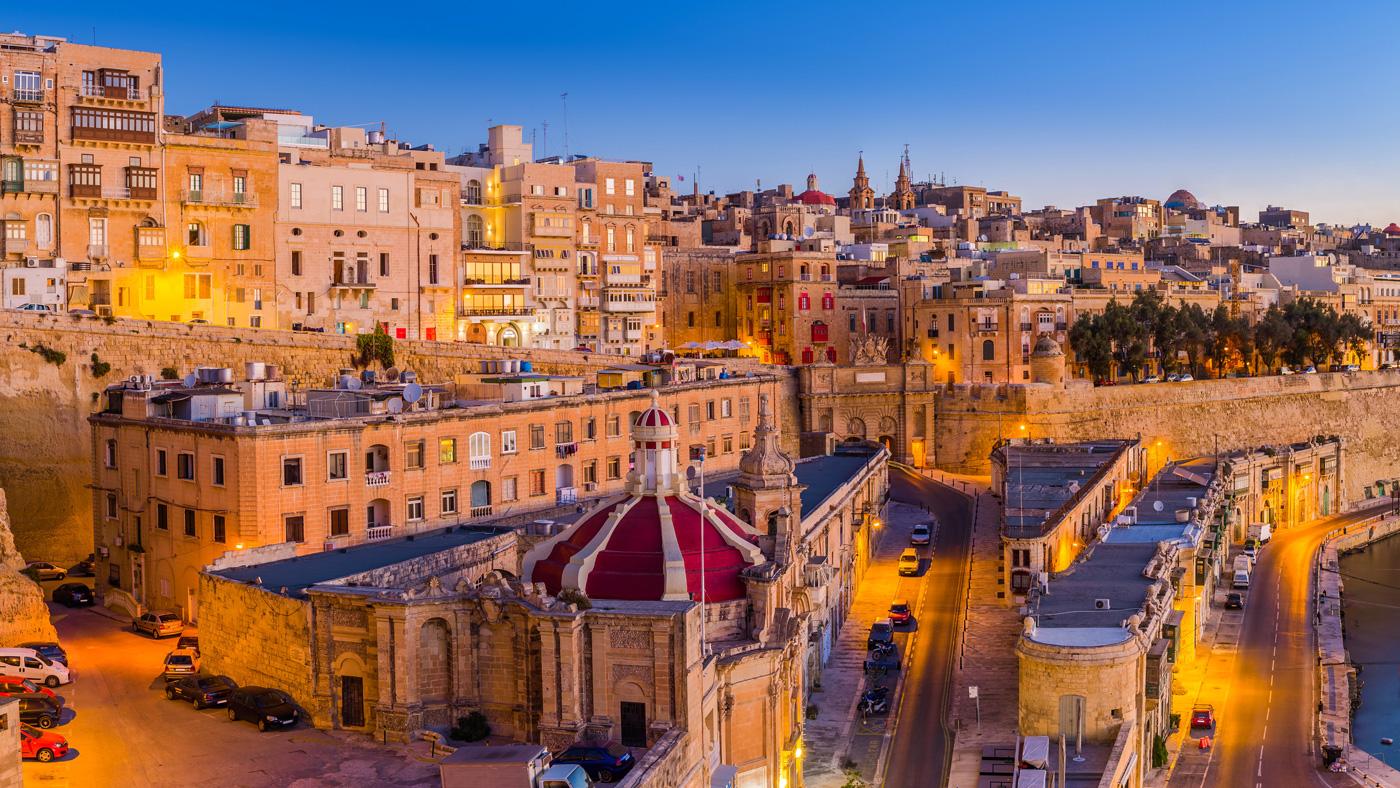 Die lebendige Festungsstadt Valletta könnt ihr gut zu Fuß entdecken