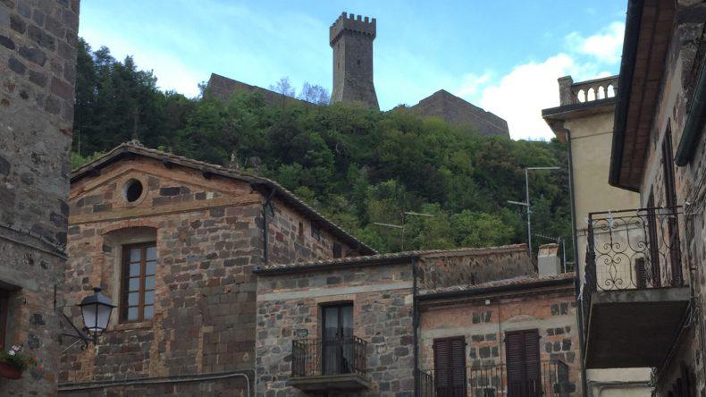 Der schweißtreibende kurze Weg zur Festung auf der Bergspitze wird mit einem tollen Panoramablick belohnt.