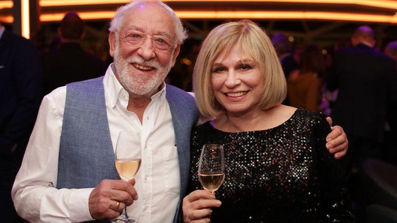 Prominente Gäste an Bord mit Dieter Hallervorden und Mary Roos. (Copyright: TUI Cruises)