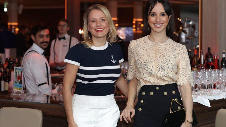 Moderatorin Nova Meierhenrich und Schauspielerin Stephanie Stumph. (Copyright: TUI Cruises)