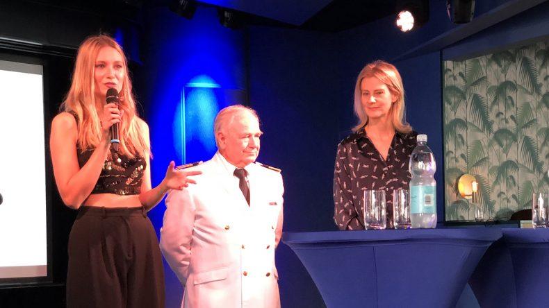 Pressegespräch mit Taufpatin Carolin Niemczyk, Kapitän Kjell Holm und TUI Cruises CEO Wybcke Meier.