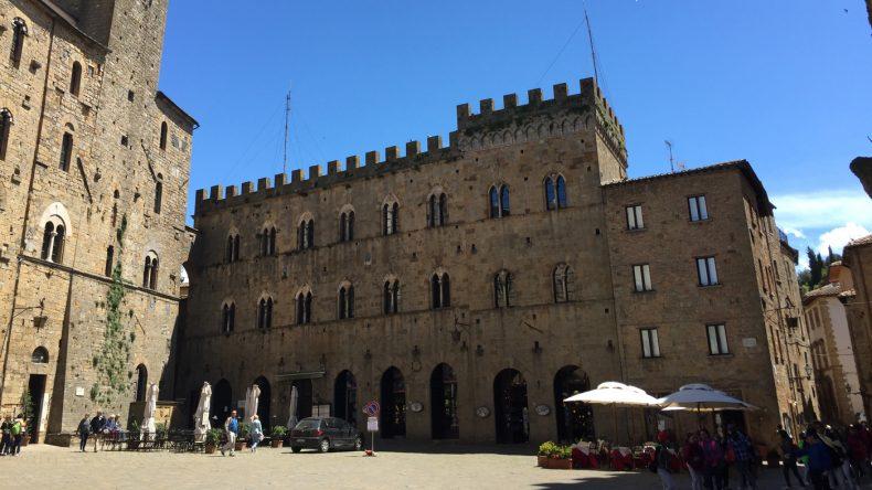 Der Palast an der Piazza dei Priori ist einer der ältesten der Region.