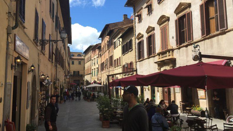 Wir schlendern durch die engen Gassen und lassen und probieren uns dabei weiter durch die italienische Gelato-Küche.