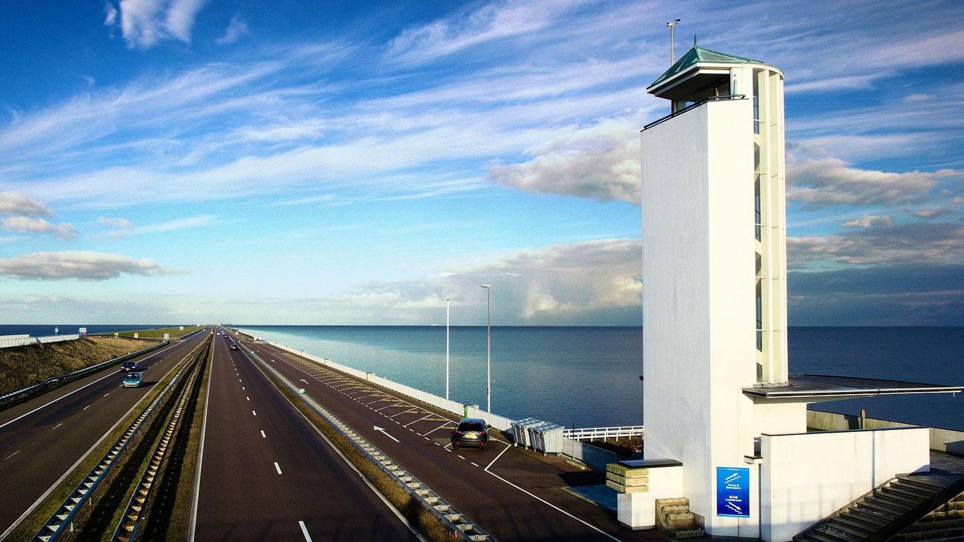 Die Afsluitdijk - eines der populärsten Wasserbauwerke der Niederlande