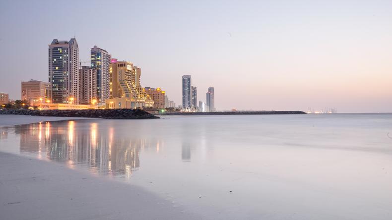 Die beste Reisezeit für Ajman sind die Wintermonate von Oktober bis April wo man angenehme Temperaturen zwischen 25 und 30 Grad erwarten kann.