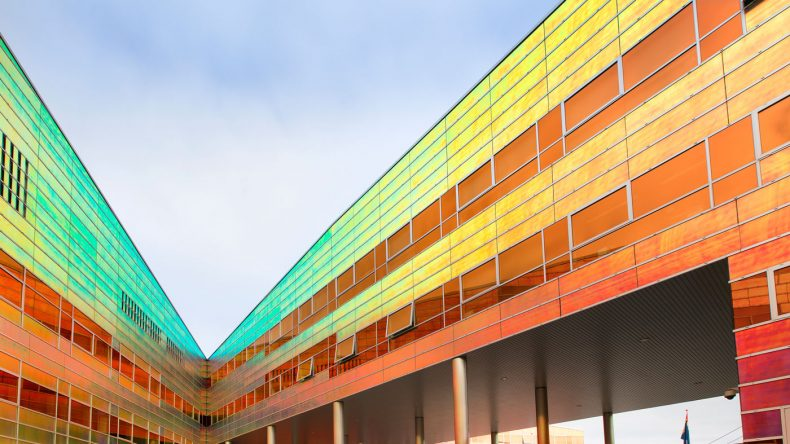 Die Glasfassade des La Défense in Almere (Copyright: Visit Flevoland)