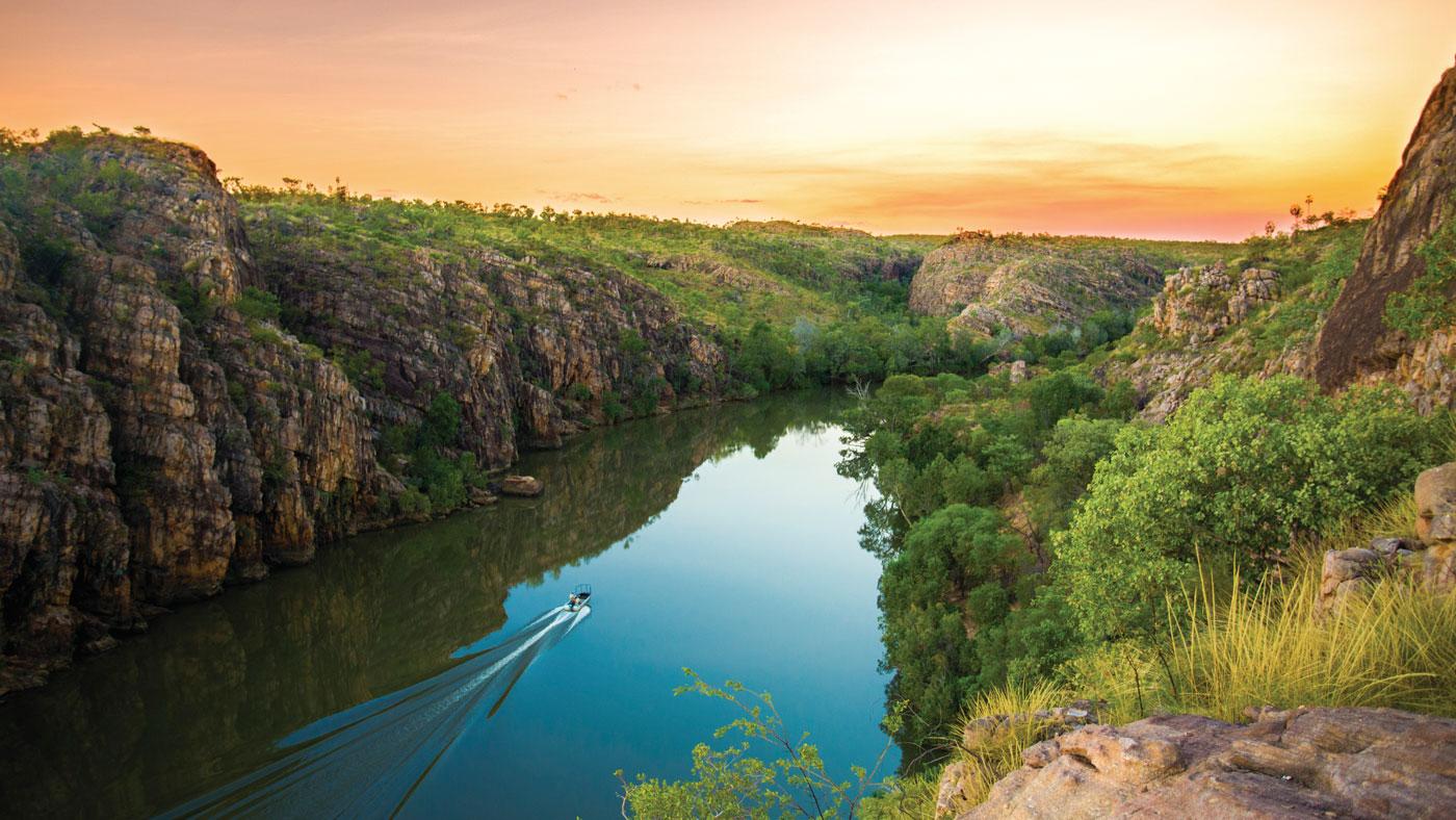 Die wunderschöne Schlucht Katherine Gorge im Nitmiluk Nationalpark lädt zum Kanu- oder Bootsausflug ein. (Copyright: Sam Earp, Tourism NT)