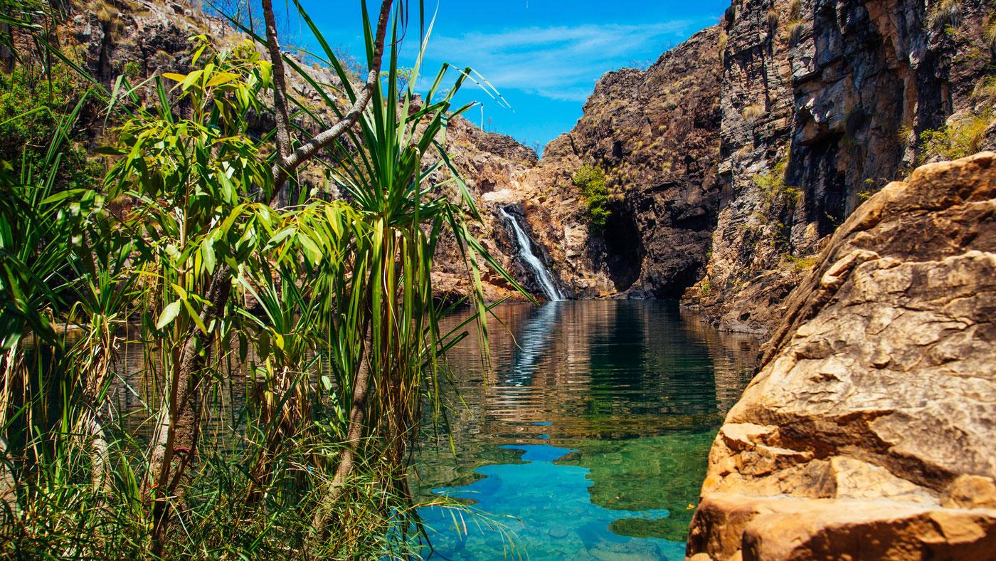 Auch den Kakadu-Nationalpark solltet ihr euch nicht entgehen lassen. Schon der Anblick des Wasserfalls Maguk lohnt sich! (Copyright: Shaana McNaught, Tourism NT)