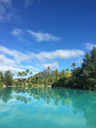 Der imposante Blick vom Spa des St. Regis Bora Bora