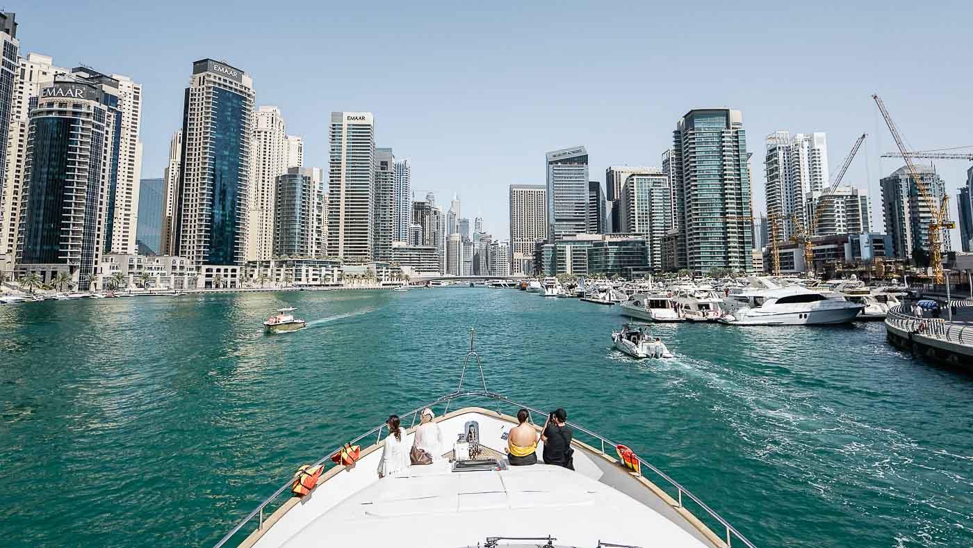 Auf Yachttour entlang der Dubai Skyline