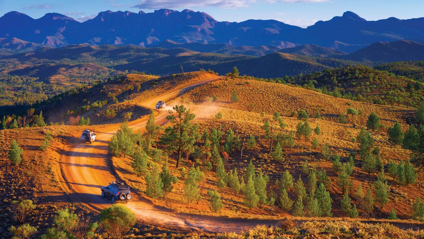 Nur rot und ein bisschen grün - und das kilometerlang wie im Bunyeroo Valley im Ikara Flinders Ranges Nationalpark! © Tourism SA