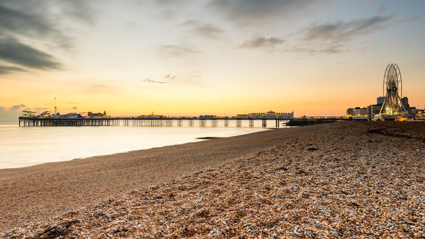 So kennt man Brighton. Die Seebrücke Brighton Palace Pier, die das Bild der Stadt stark prägt.