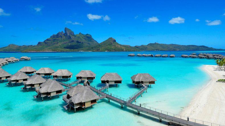 Das Four Seasons Resort Bora Bora bietet beste Ausblicke auf den Mount Otemanu