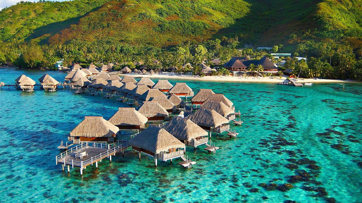 Das Hilton Moorea befindet sich an der Nordküste der herzförmigen Insel Moorea, inmitten tropischer Natur.