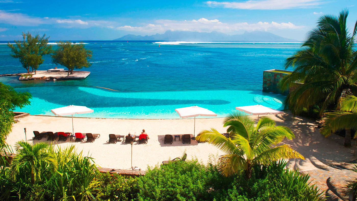 Mit Blick auf den Infinitypool - Das Manava Suites Resort Tahiti
