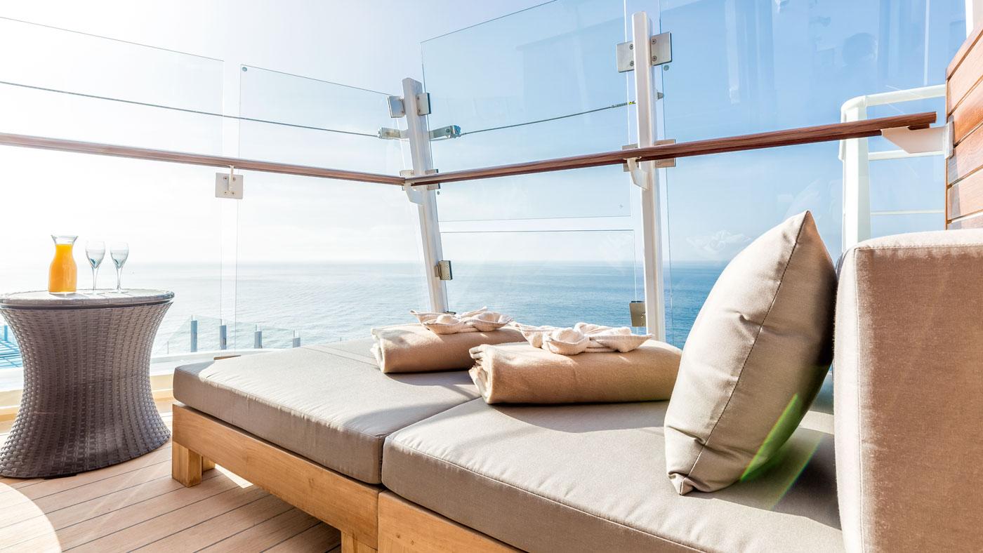 Für den besonders ruhigen Moment bucht ihr euch am besten eine Entspannungsloge Einer meiner Lieblingsplätze ist die Himmel & Meer Lounge (© TUI Cruises GmbH Hamburg)