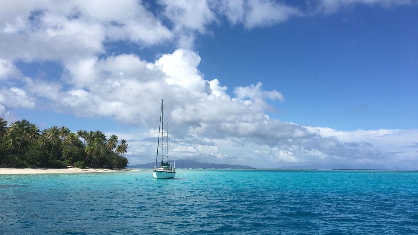 Mit dem Boot geht es auf private Inseln