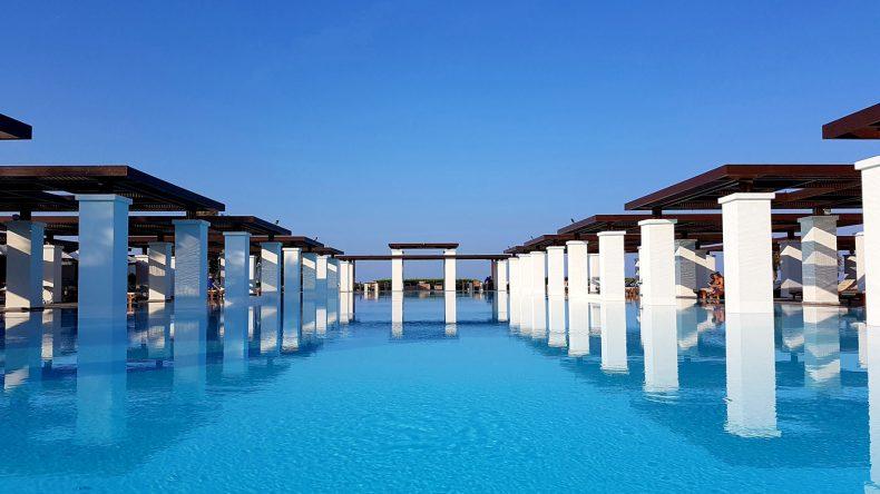 Der wunderschöne Pool des Luxus-Resorts