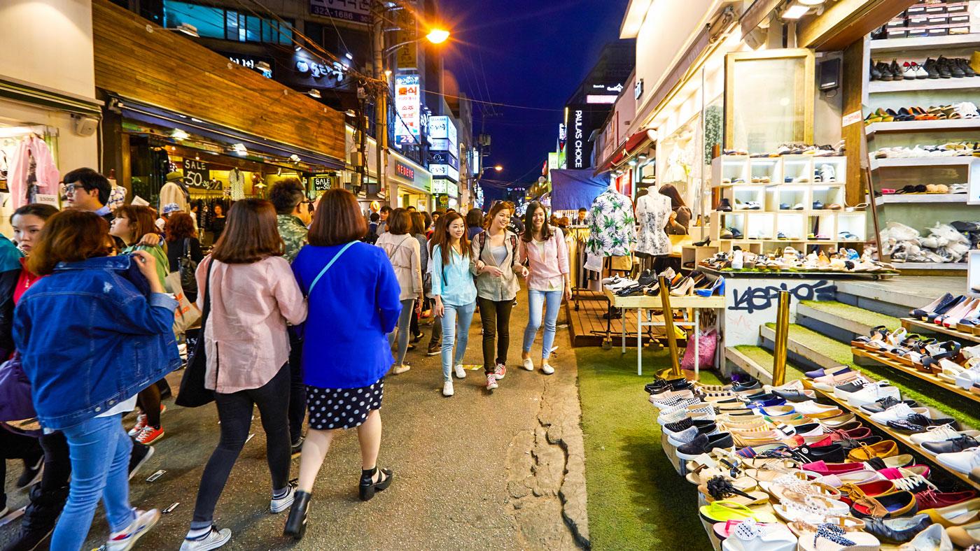 Das Ausgeh-Viertel Hongdae lockt mit allerlei Angeboten. // Copyright © Korea Tourism Organization