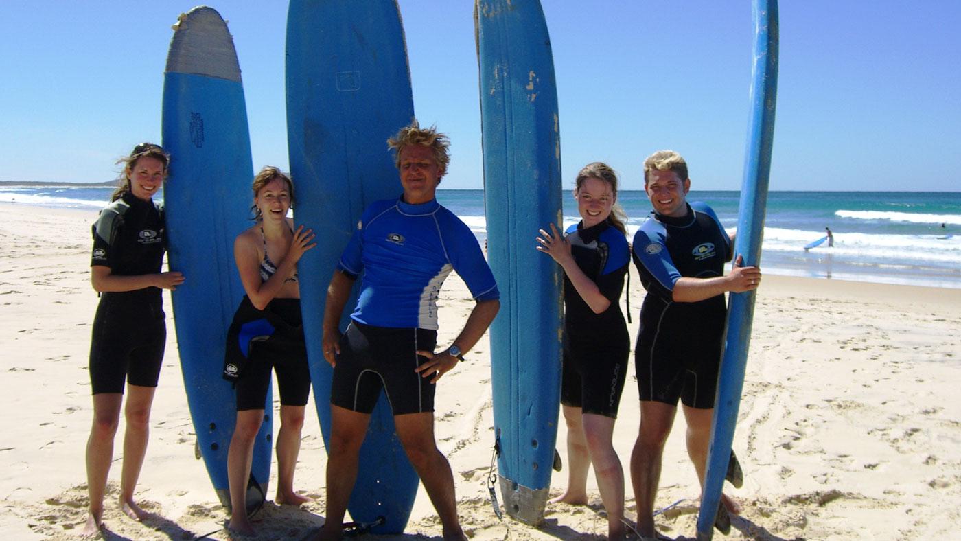 Du fühlst dich im Meer pudelwohl? Dann ist der Job als Surflehrer vielleicht genau der Richtige für dich.
