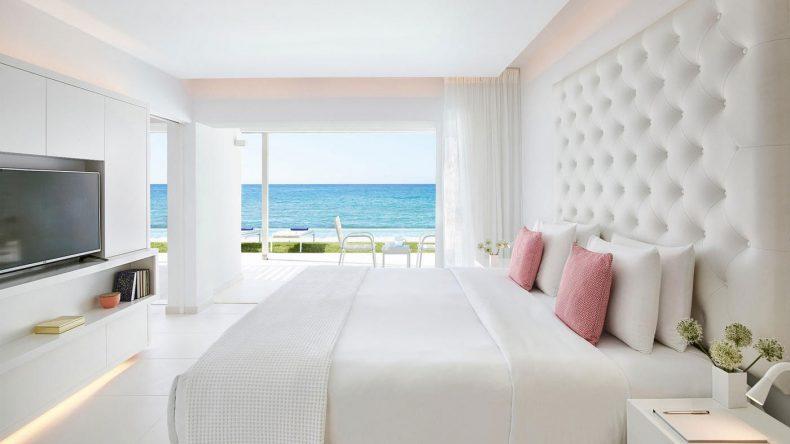 Strand oder Pool? Von der Yali Seafront Suite könnt ihr direkt in den Pool springen.