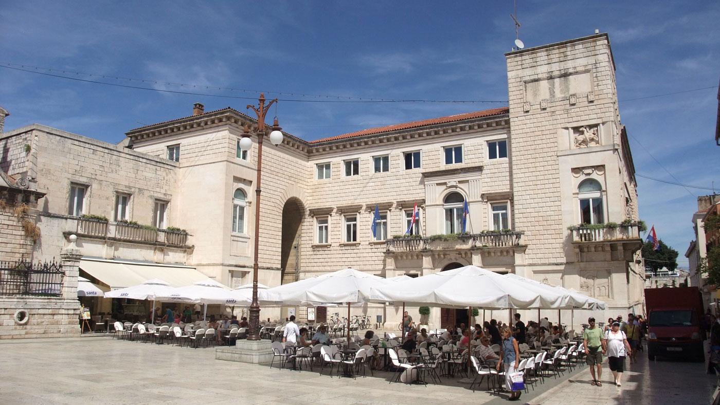 Die Altstadt von Zadar bietet euch einige Sehenswürdigkeiten, die ihr nicht verpassen solltet.