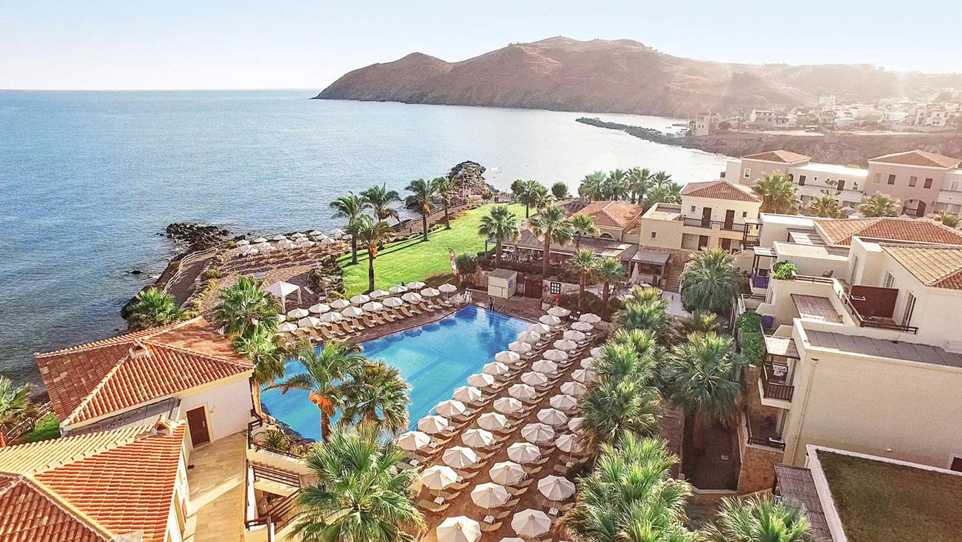 Das 4,5* best FAMILY Grecotel Marina Palace ist wunderschön an einer malerischen Sandbucht gelegen