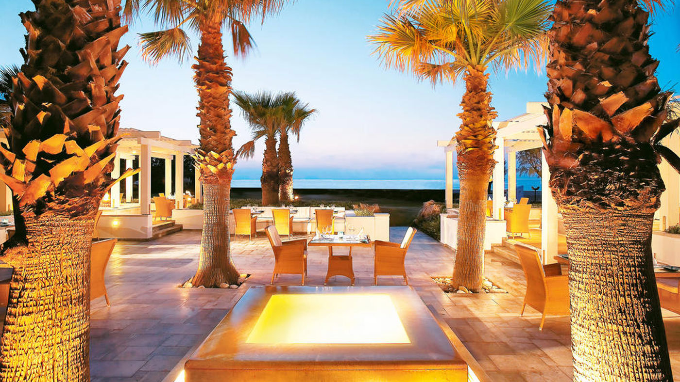 Das luxuriöse 5* Grecotel Creta Palace in Rethymnon liegt direkt am 300 Meter langen Sandstrand