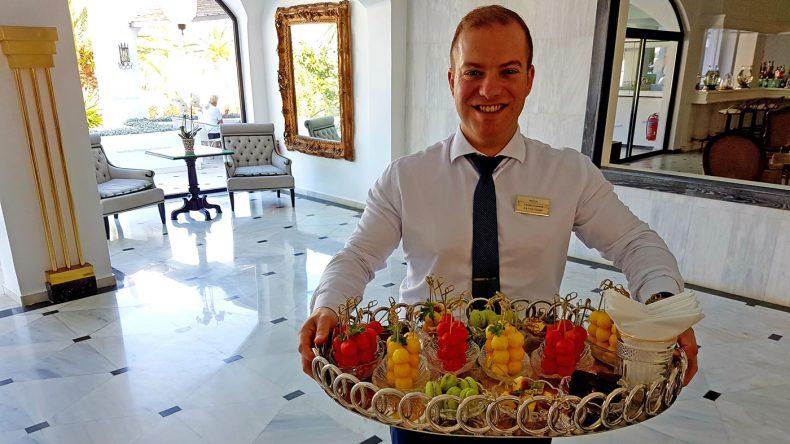Herzlicher Empfang im Grecotel Caramel Boutique Resort
