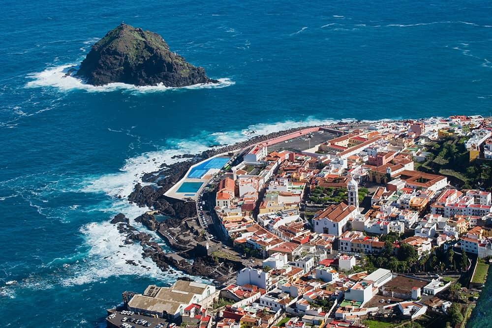 Eine Attraktion der kleinen historischen Stadt Garachico sind die Piscinas Naturales, aus der Lavamasse geformte natürliche Schwimmbecken, die via Treppe oder Pfaden erreicht werden können