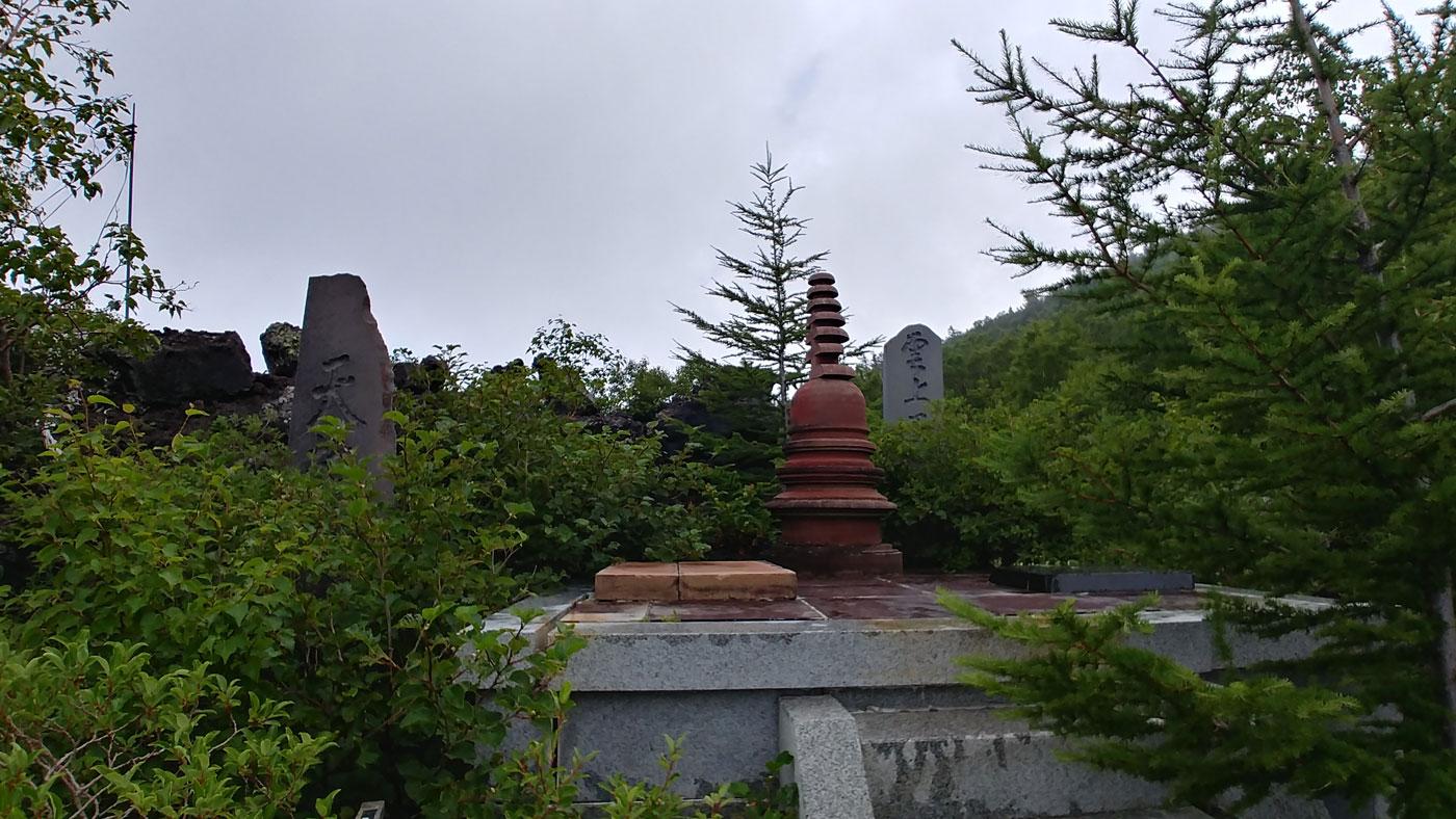 Schreine auf dem Yoshida Trail