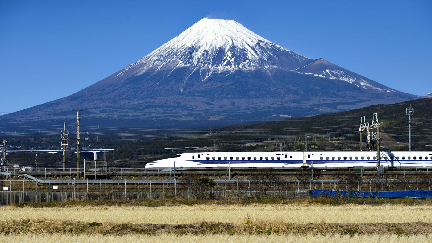 Shinkansen vor dem Mount Fuji